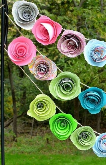 como hacer rosas de cartulina para guirnaldas