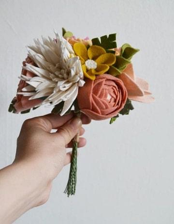 como hacer un ramo de flores artificiales sencillas