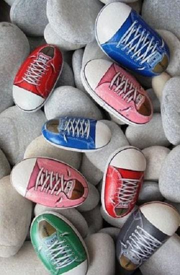 como pintar piedras de rio converse