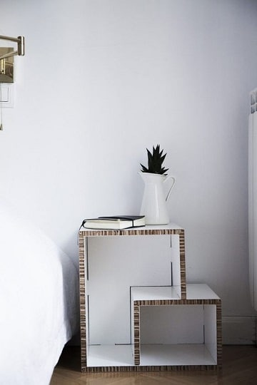 estantes con cajas de carton para la habitacion