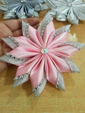 flores de cinta de raso para el pelo con diamantes