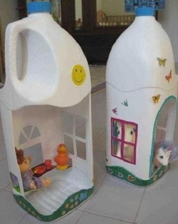 juguetes reciclados de botellas casitas