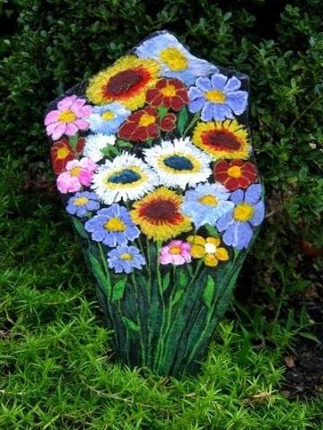 piedras grandes pintadas para jardin flores