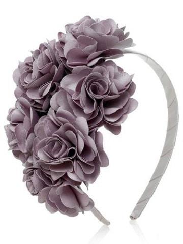 vinchas con flores de tela moradas