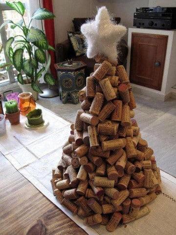 arboles de navidad hechos a mano con corchos