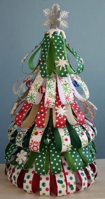 arboles navideños artesanales con cintas