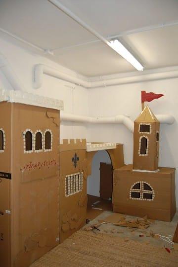 como hacer un castillo de carton grande para niños