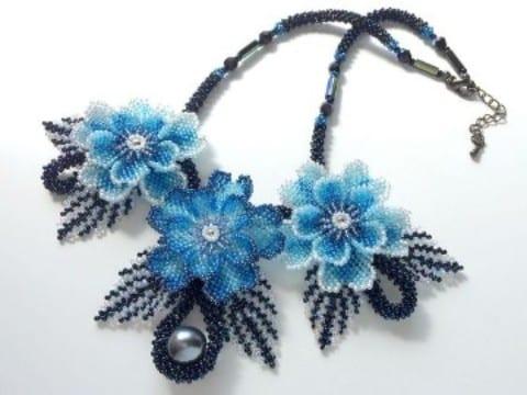flores de chaquira paso a paso en azul