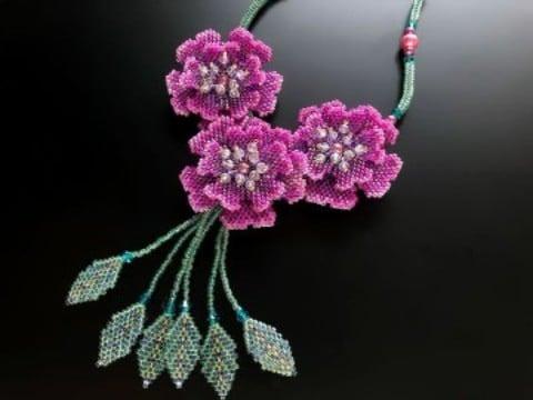 flores de chaquira paso a paso para collar