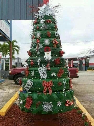 pinos de navidad reciclados con cauchos