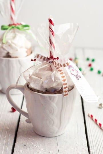 como adornar una taza para regalar en navidad