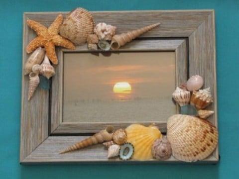 manualidades con caracoles de playa en portaretrato