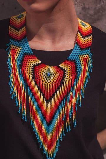 collares en mostacilla indigenas canutillos