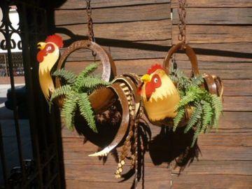 llantas decoradas de animales gallos