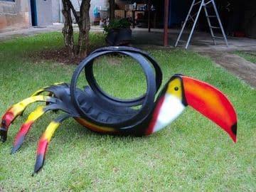 llantas decoradas de animales tucan
