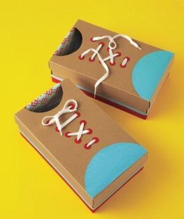cajas de carton decoradas para niños zapatos de payaso