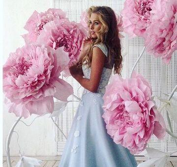 decoracion de fiestas con flores de papel gigantes