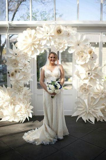 decoracion de fiestas con flores de papel para bodas