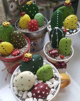 manualidades con piedras de rio cactus