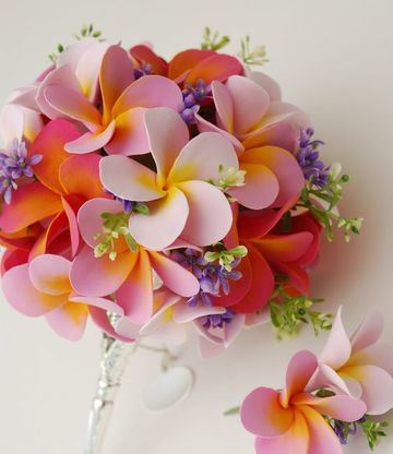 flores hechas con fomi de colores tropicales