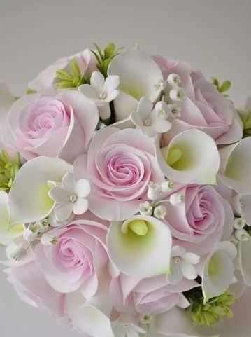 flores hechas con fomi tipo rosas y calas