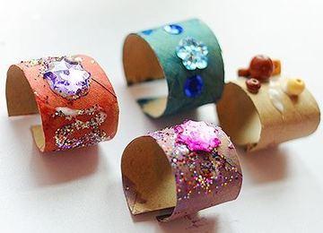 como hacer pulseras recicladas con rollos de papel higienico