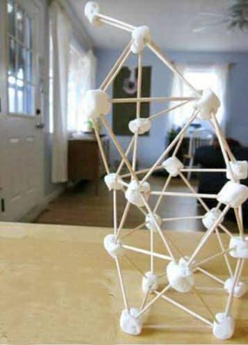 esculturas faciles para niños con palillos y dulces