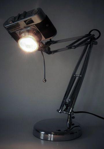 lamparas de mesa recicladas con viejas camaras