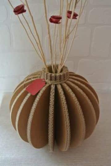 como hacer jarrones de carton sencillos y lindos