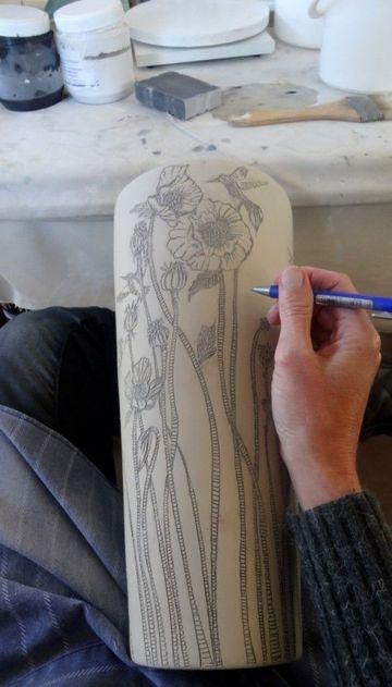 como pintar jarrones de barro con flores
