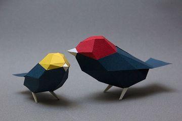 figuras tridimensionales de papel pintadas