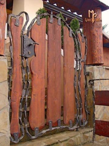 rejas de madera para casas con hierro