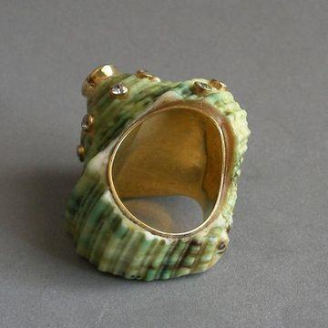 anillos con conchas de mar hecho a mano