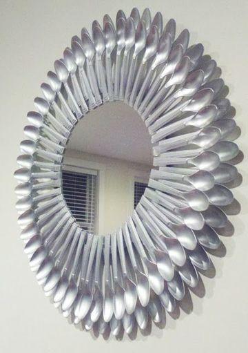 espejo con cucharas de plastico completa