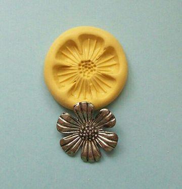 moldes de flores de fomi con material reciclable