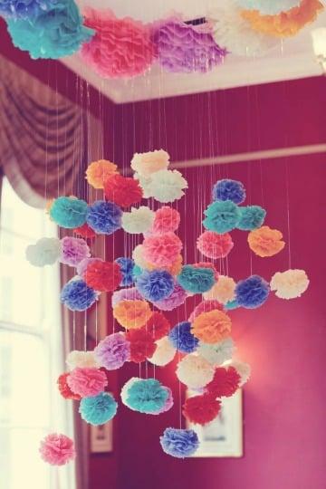 adornos con flores de papel crepe