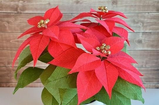 flores de navidad en papel crepe