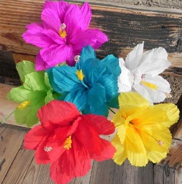 flores hechas de papel crepe