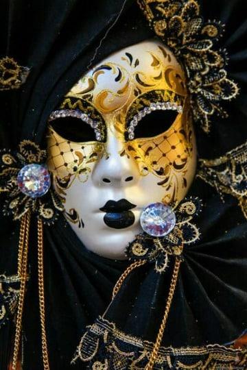 mascaras de yeso decoradas para mujer bonitas