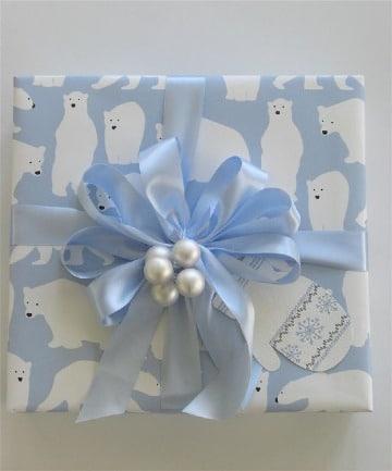como hacer adornos para regalos con cintas