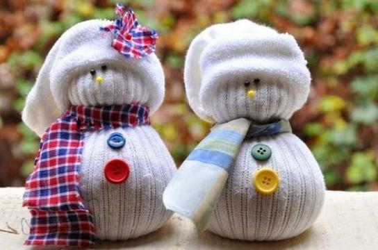 como hacer muñeco de nieve con calcetines