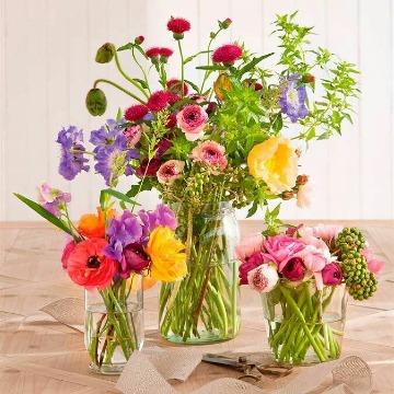 imagenes de arreglos florales en jarrones de vidrio