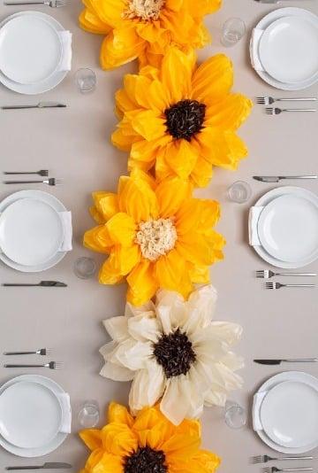 como hacer flores de papel globo para centro de mesas