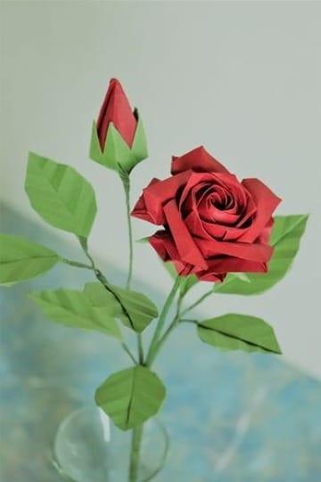 como hacer una rosa de cartulina para decoracion