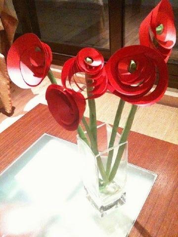 como hacer una rosa de cartulina paso a paso