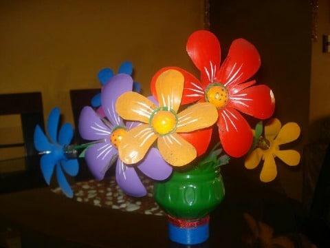 imagenes de como hacer flores con material reciclado