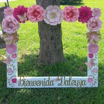 marcos con flores de papel para cumpleaños