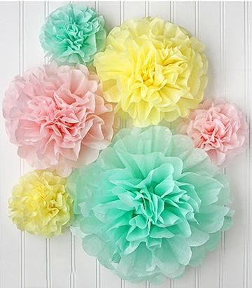 como hacer pompones con papel de colores