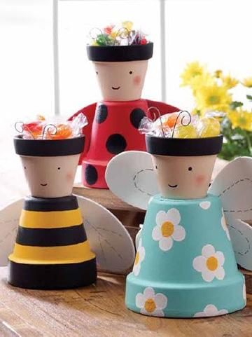 macetas pequeñas decoradas con dulces