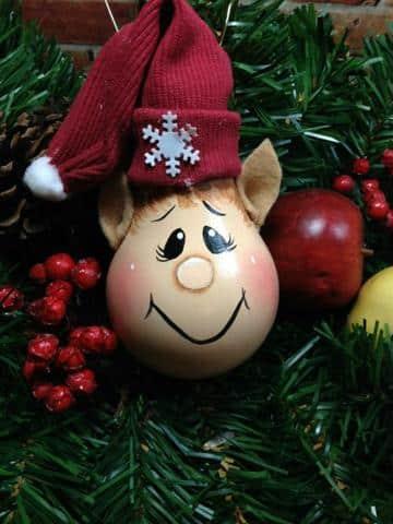 manualidades con reciclaje para navidad bombillos decorados